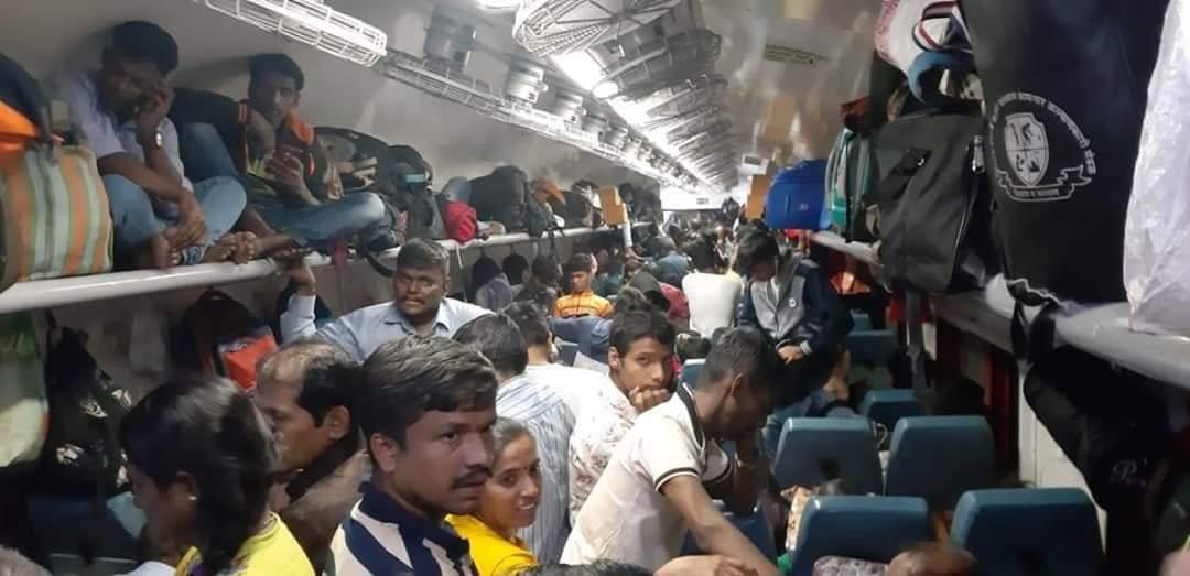 @PiyushGoyal Konkan Kanya Express मधील 15/2/2020 वेळ 11:40 ठाणे  प्रवाशांचे हाल...... pic.twitter.com/cTeHL9rgXo