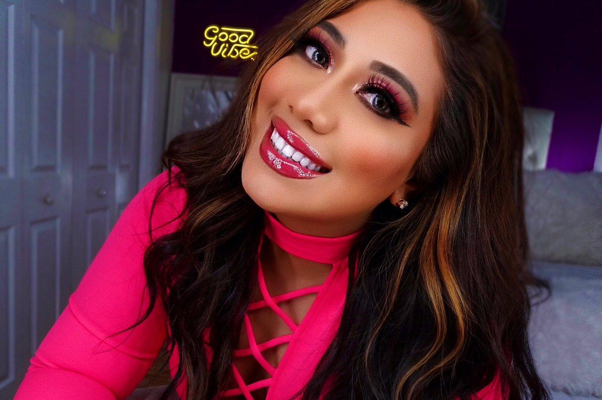 ⏯filmed a #ValentinesDay #makeuptutorial https://youtu.be/C_5DIeBKqXY