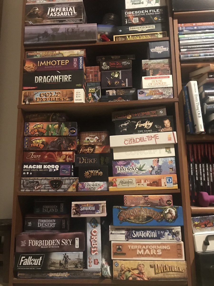 What's on your #gametable this weekend?  #GameNight #boardgames #longweekendpic.twitter.com/n0akOKjmJL