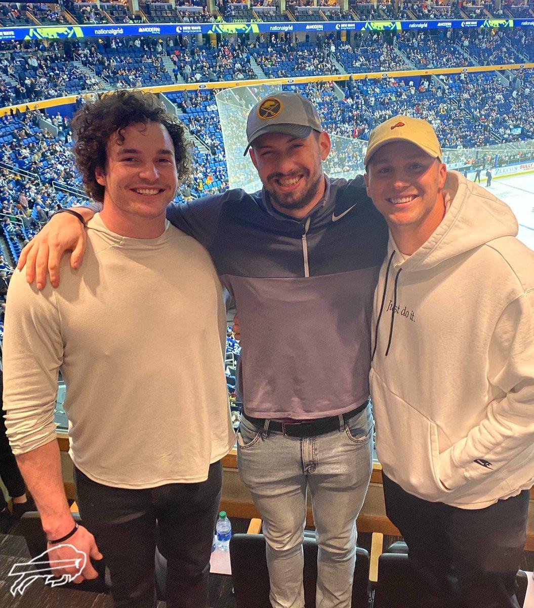 LOOK: Josh Allen, Buffalo Bills stack beer at Sabres game