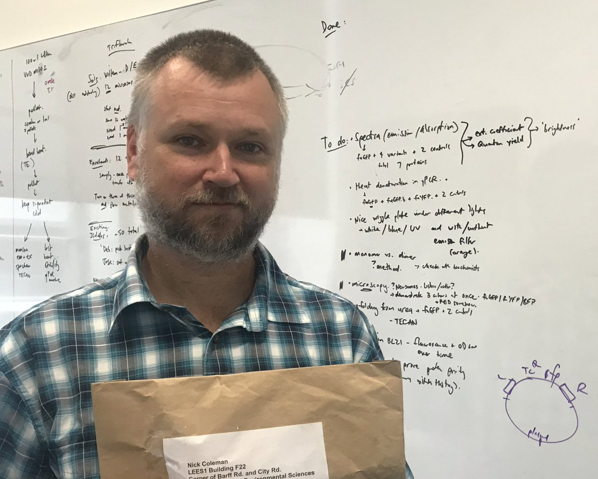 Guess what @Sydney_Uni microbiologist🔬Nick Coleman @SydneySOLES has in this bag? If you guessed samples from @DHughesy's hands to see how much fecal💩matter they have on them you'd be right!😲Watch @hughesywhap tonight 9pm @Channel10AU to find out how hygienic🦠Hughesy really is