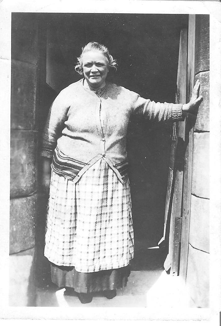 This photograph of my great-grandmother Mary Bennie Galbraith, born in Glasgow in 1872, takes me back to my Scottish Roots.  #OutlanderSeason5Premiere <br>http://pic.twitter.com/ZOZhBsi5bc