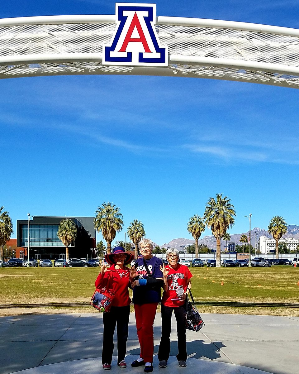 We had our pic taken here after our @ArizonaWBB team won the @WomensNIT in 2019.We were feeling that #winnersmentality again after beating WAZZU today. Stay tuned @AdiaBarnes These Catsand Cat fans are not done yet! #MadeForIt pic.twitter.com/djs2mb8X3K
