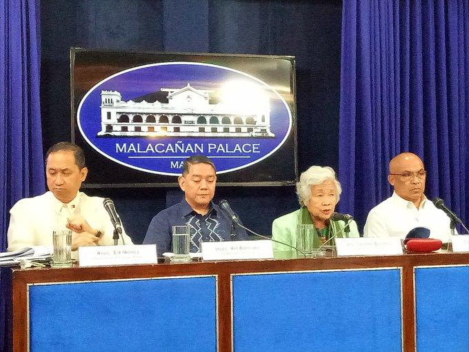 Foreign affairs Asec. Ed Meñez, Tourism Usec. Art Boncato, Education Sec. Leonor Briinrd and  Dr. Alexander Oba of Bureau of Quarantine hold press briefing on COVID-19 here in Malacañang | @alexisbromero<br>http://pic.twitter.com/g7YOFlTXhm