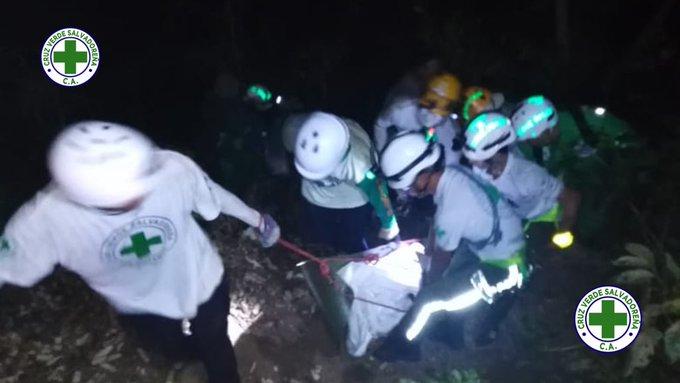 11 muertos al caer bus en un barranco