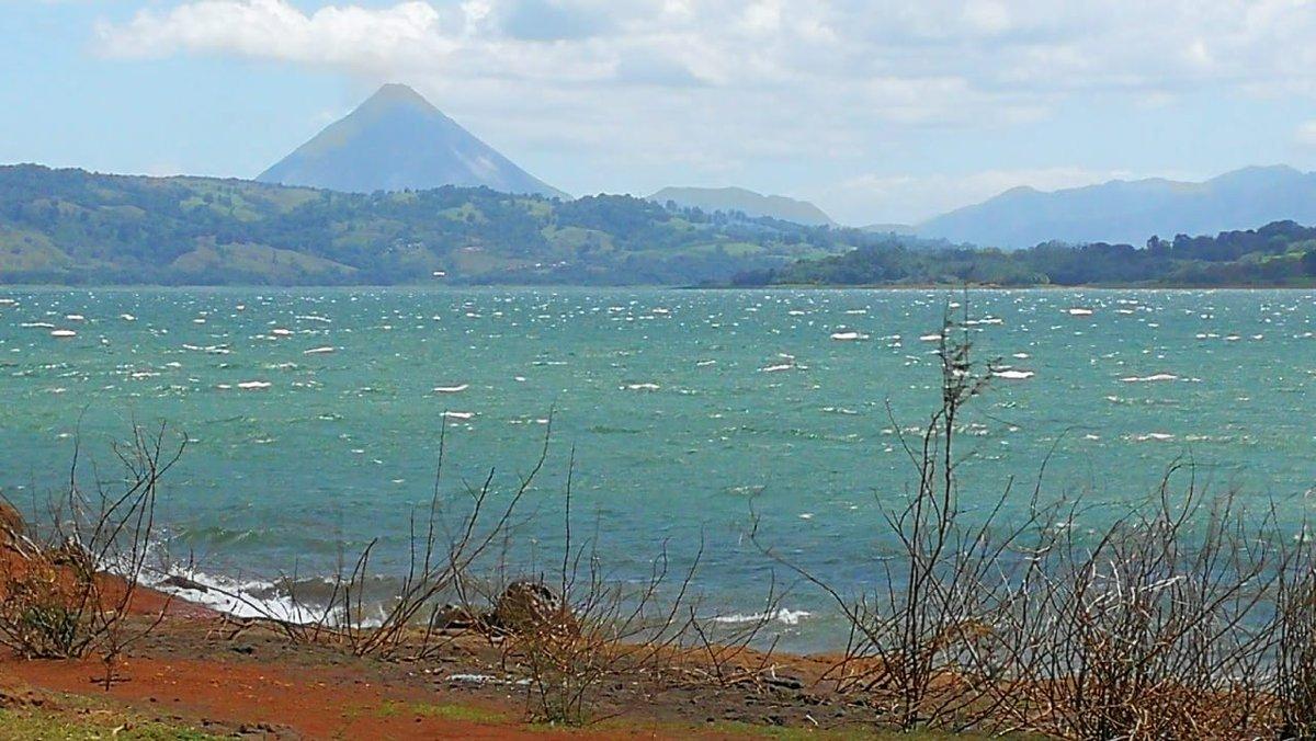 Baugrundstück am Seeufer, mit Blick auf den Vulkan, 1.17 Hektar, VB $180.000.-- (US Dollar) pic.twitter.com/EuGhfIXl91