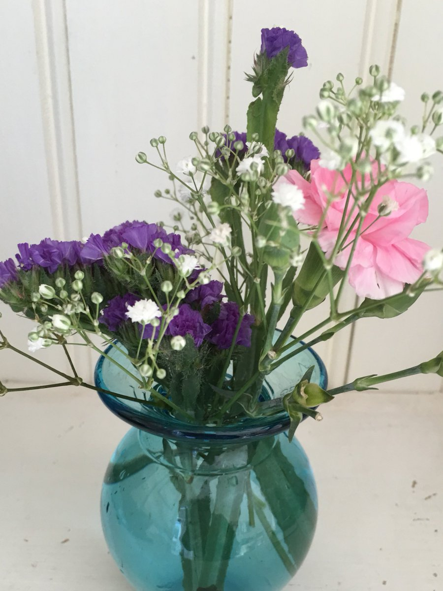💙Perfect #vases for the #weddingtable see  or 01225 789931. WE MATCH YOUR COLOUR SCHEME #bride #wedding #weddingplanning #weddingplanner #weddingglasswear #weddingday #weddingseason #weddingdecor #weddingvase #glassware #bridal
