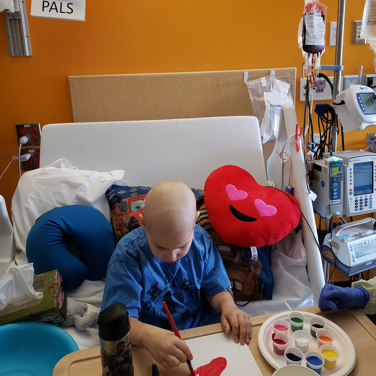 @CanadasLifeline Thank you to your donors of blood, plasma and stem cells. We're going to need them all eventually to win against lymphoma and my son got his first blood transfusion today. I've been a donor before, but never understood it's real importance until today. pic.twitter.com/NFwEqgnxRW