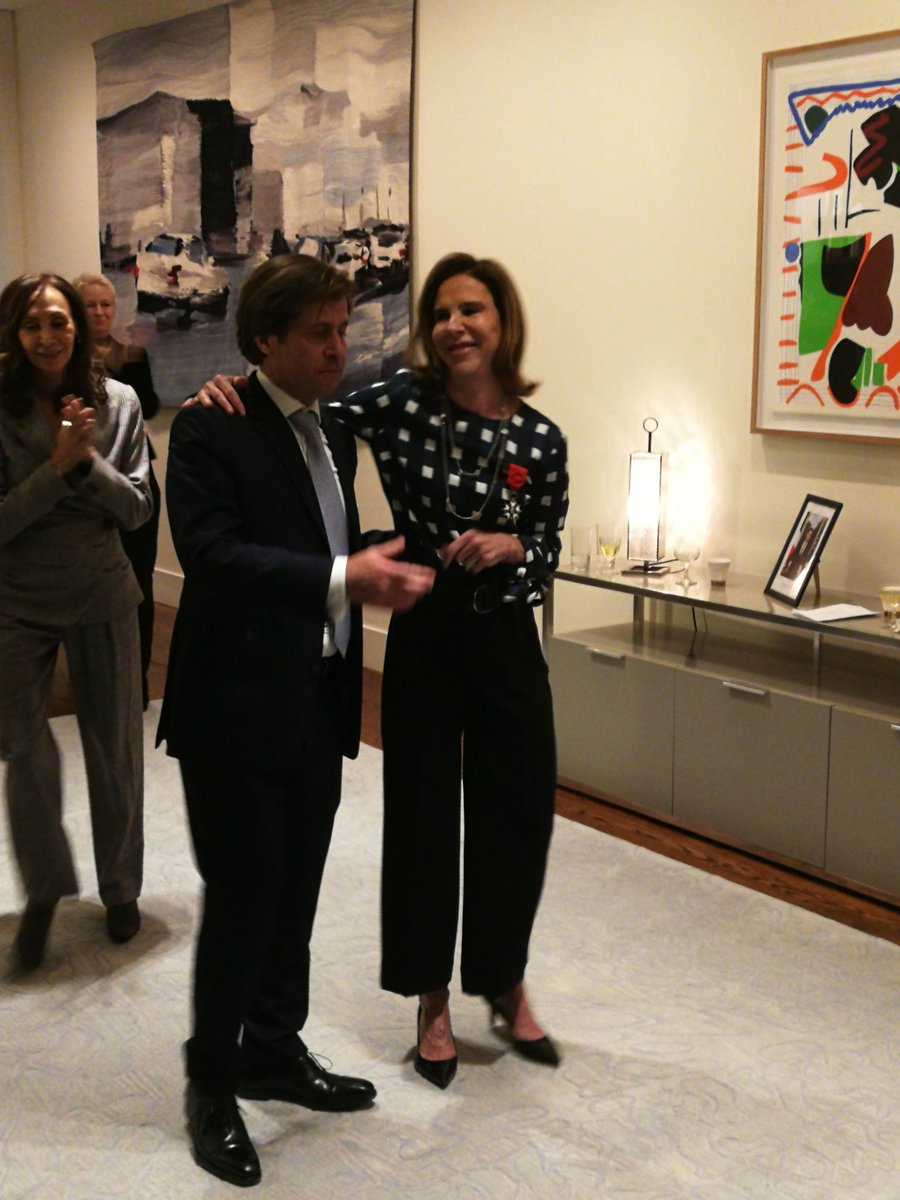 At @franceonu this weekend, @GerardAraud bestowed the insignia of Officer of the Legion of Honor upon @kareen_rispal, Ambassador @franceaucanada & former head of @FrenchCultureUS -- among many other lives. A beautiful ceremony for a wonderful diplomat!