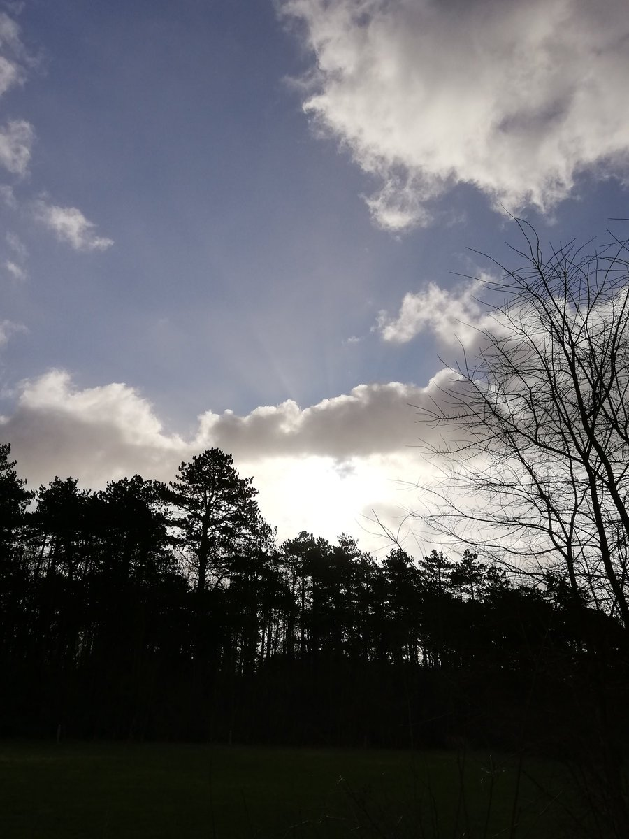 Zo'n en wolken wisselen elkaar af op #Terschellingpic.twitter.com/BxqVPBMi2q