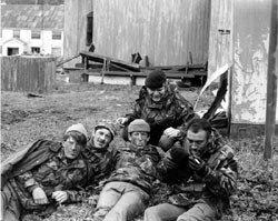 #WayBackWhen I'm in the middle pouting. Recce Pln, South Georgia. 1982. My good mate and mentor Curly on the right. Served in the Malayan campaign. Dinger 1RWF with beret. pic.twitter.com/J1ud23zozX
