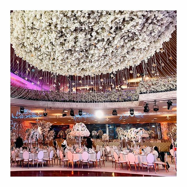 Back in windy UK now, but had the best week working in Berlin with @casadelflora on this breathtaking wedding    #berlin #berlinwedding #serbianwedding #luxurywedding #luxuryweddings #luxury #luxuryflowers #fairytalewedding #dreamwedding #weddingflowers … https://ift.tt/37yfHVRpic.twitter.com/B5zPL9Ovb0