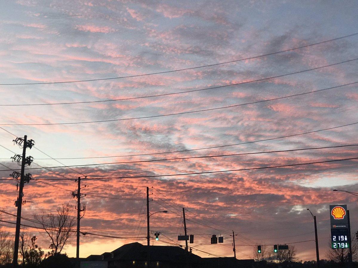 This evening in Hoover, AL @weswyattweather @spann @AdrianWVTM13 @megtomwx @StormHour @InstagramBham @ssdoss56 #sunset #nofilter #alwxpic.twitter.com/n4AC2NCCc9
