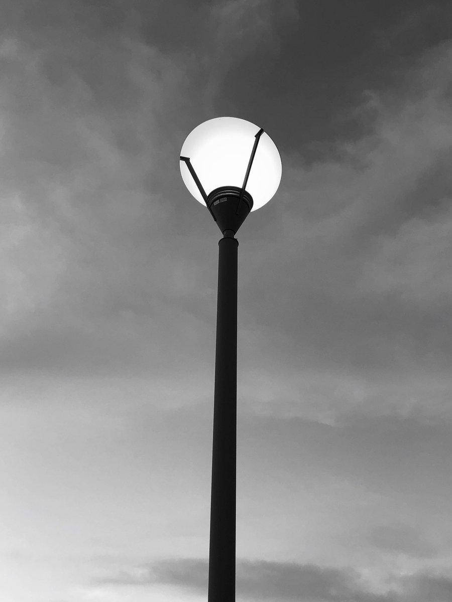 Lamps #centennialhillspark #outdoorphotography #lampseries #noiretblanc #blackandwhitephotography legpic.twitter.com/74CUBGhmBv