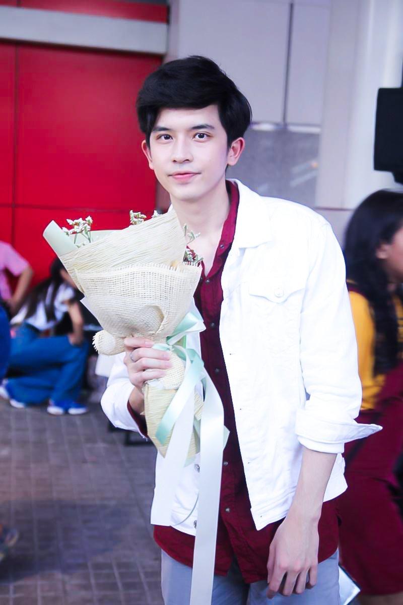 เก็บตก Valentine day  ผู้ชายสุดหล่อ กับ ช่อดอกไม้ในมือ 🥰❤#Cgame Happy Valentine #Valentines #วันวาเลนไทน์ #ValentinesDay2020