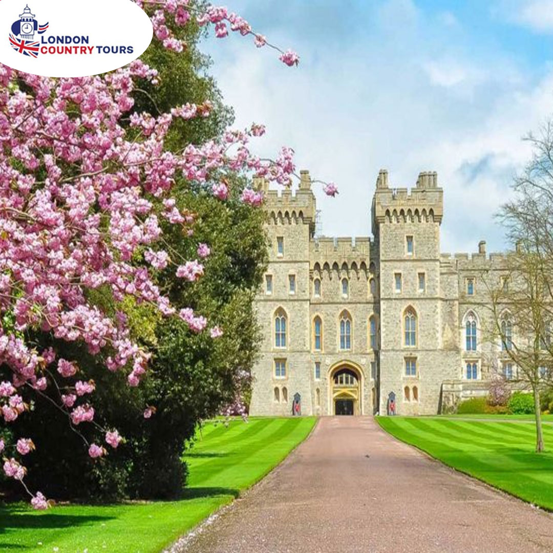 To complete your private tour you can then admire the heritage of the City of Bath boasting spectacular Georgian architecture and more listed buildings than London.   Check it out at :  https://www.londoncountrytours.co.uk/tour/windsor-castle-tour/ …  #WindsorCastle #Stonehenge #WindsorCastleTourpic.twitter.com/ABxSl9byw4