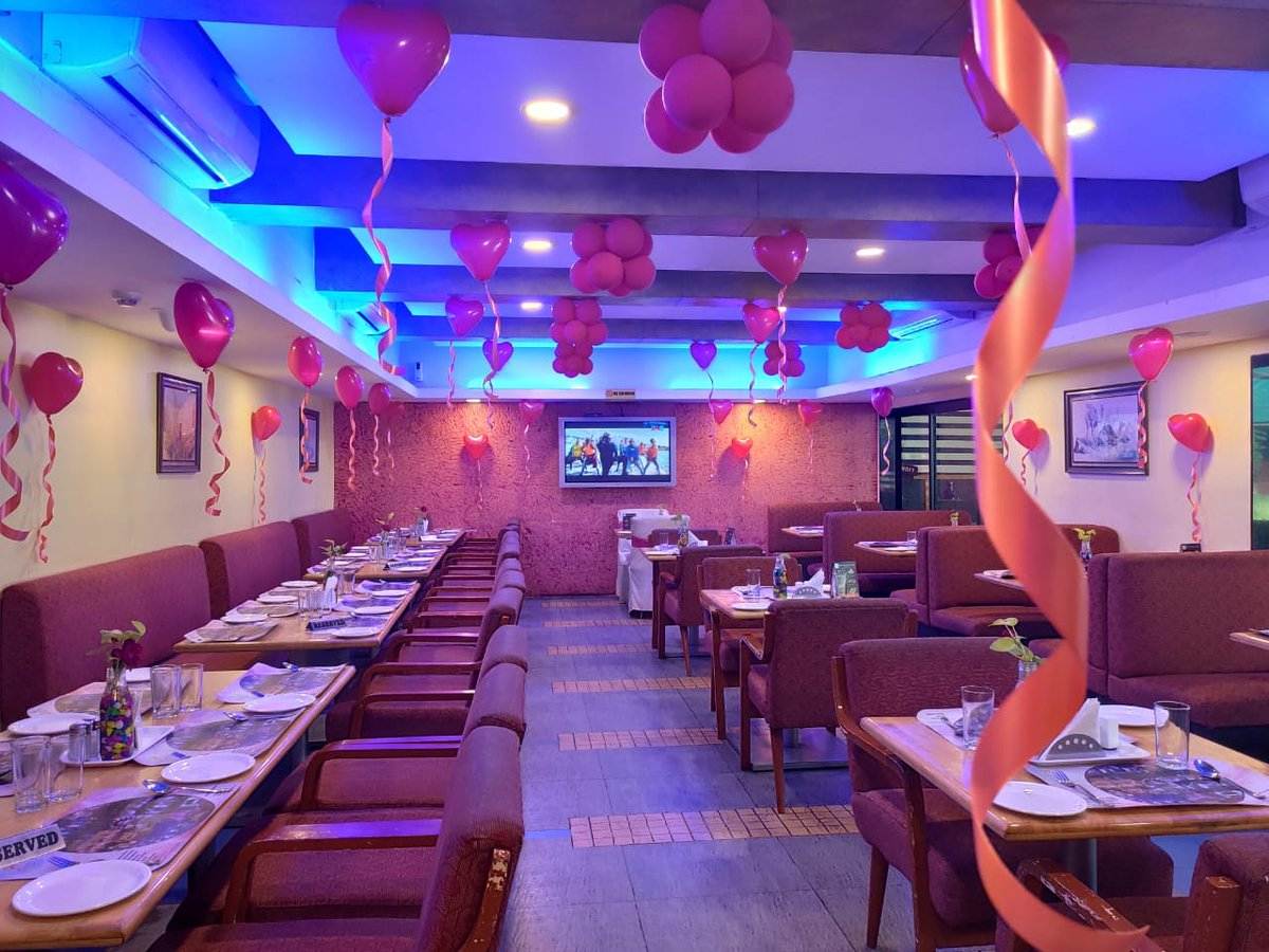 Country Club - Andheri was beautifully decorated for Valentine's Day. Our talented chefs treated guests to amazing Chinese cuisine which was thoroughly enjoyed by all. #ValentinesDayCelebrations #DayOfLove