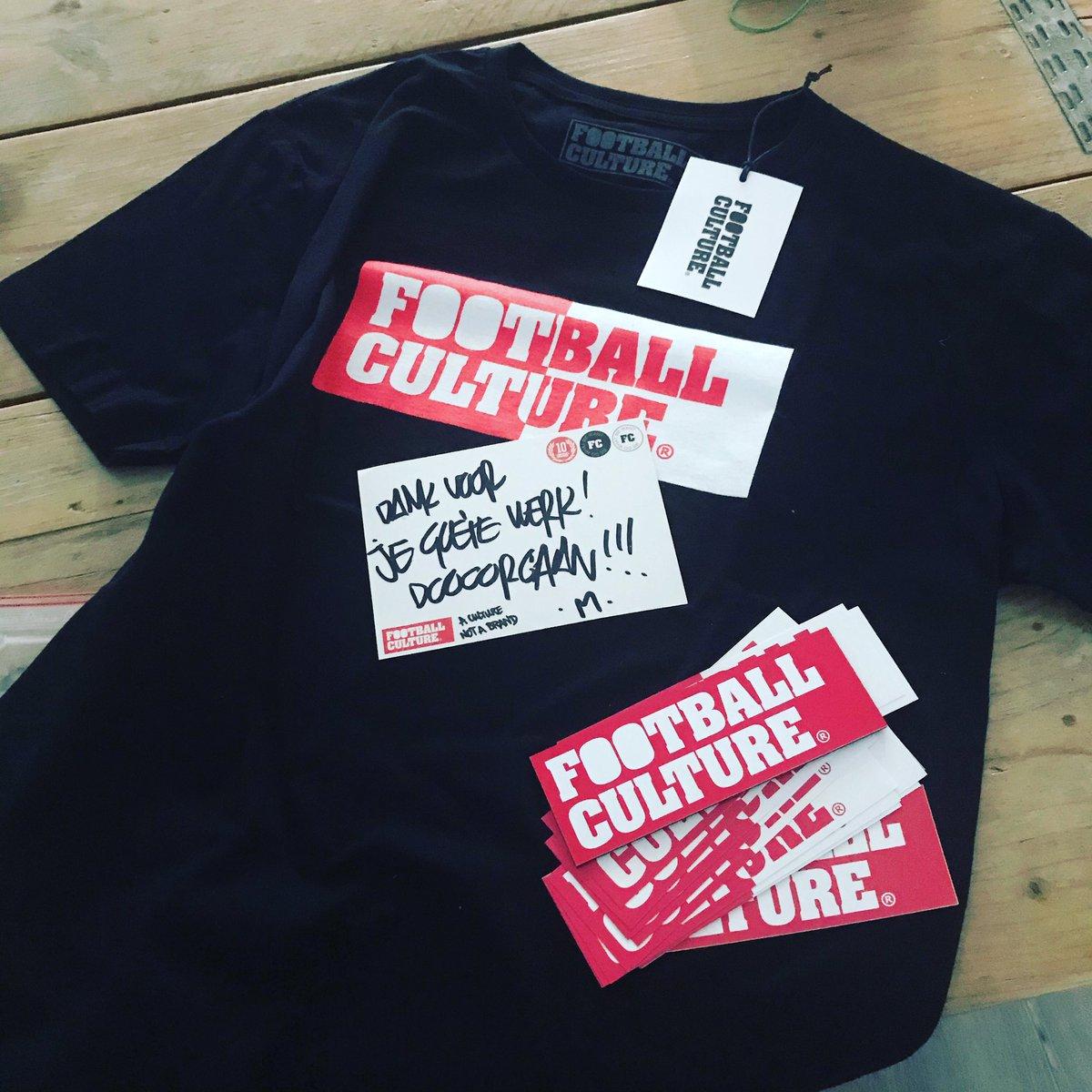 Betere pakketjes dit om in de post aan te treffen. @FootballCulture x Feyenoord shirt. En zelfs een koelkastmagneet. Die jongens hebben het nu echt gemaakt. Eigen koelkastmagneten. pic.twitter.com/Xigejysmkt