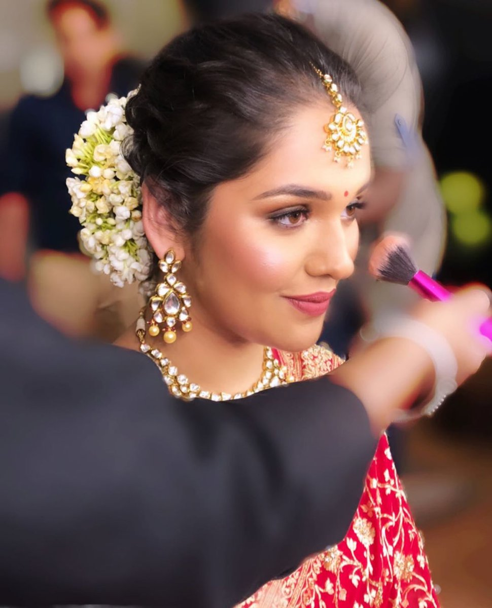 Glow game on!  http://www.sohnijuneja.com #makeupbysohnij #makeup #mua #bridalmakeup #wedding #weddingmakeup #makeupoftheday #makeuplife #makeupideas  #bridalcouture #delhimakeupartist #bridetobe #dewymakeup #100wattglow #abh #dehradunmakeupartist #trendingnow #beautifulbridespic.twitter.com/SnTJvJGTNR