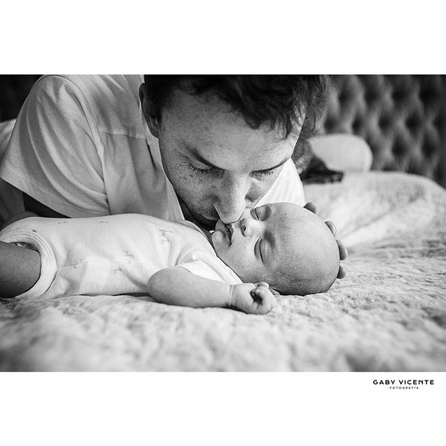 .  . . . . #gabyvicentefotografia #gvfnewborns #gabyvicentenewborns  #fotografiadocumentaldefamilia #fotografiadocumentaldefamilias #documentaryfamilyphotography #fotosencasa #amorporlocotidiano #mecopalocotidiano #fotografiadereciennacidos #newbornsbsas #newbornargentina …pic.twitter.com/2PdaT4uQ6S