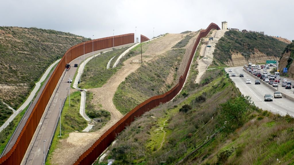 Trump: se construye un muro largo