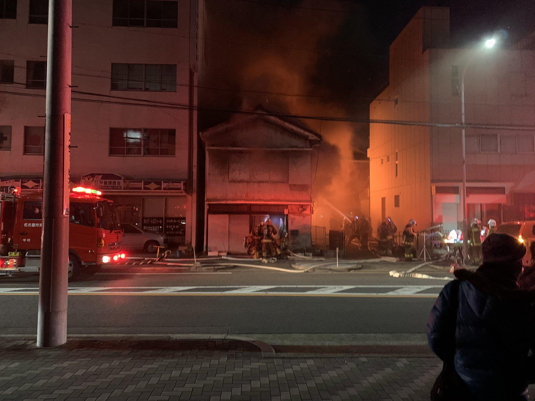名古屋市中村区の住宅で火事が起きている現場の画像