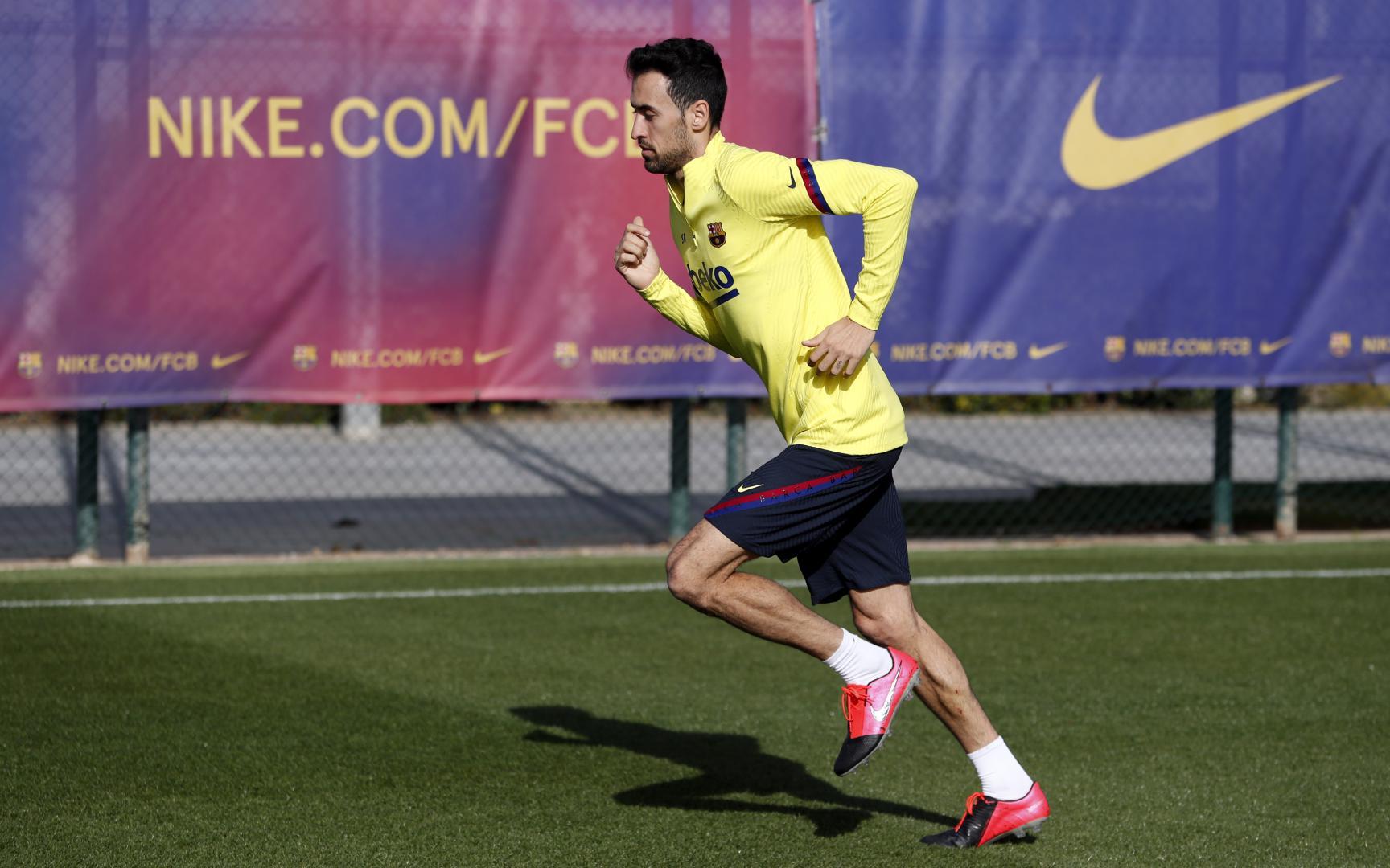Busquets, en el último entrenamiento del Barcelona (Foto: FCB).