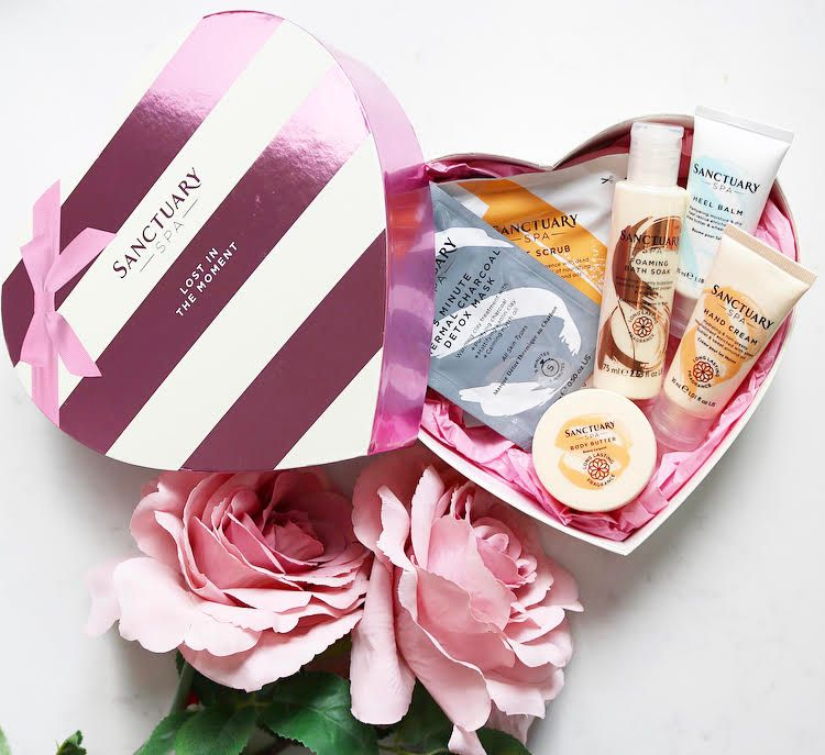 This Valentine's day get lost in the moment with this beautiful skin and bodycare gift set from @sanctuaryspa https://t.co/d97UE0gcWT #bbloggers #beauty @DowalWalker @FemaleBloggerRT #bloggerstribe https://t.co/QNUVqMmjiQ