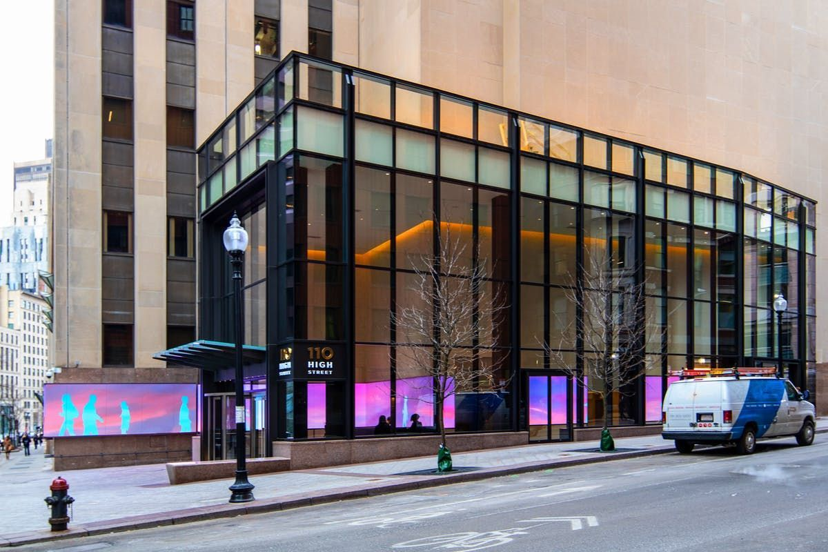 Last year, the historic 50 Post Office Square welcomed a new High Street entrance and lobby that features an indoor-outdoor interactive media wall. A 35-foot glass curtain wall encloses the new space, topped with a roof deck for building tenants.