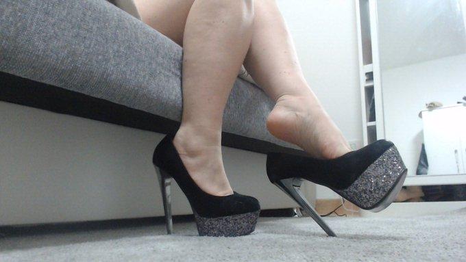 Un piccolo omaggio a chi ama il piede e il tacco #feet #feetporn #tacco #fetish https://t.co/rAY8IdN