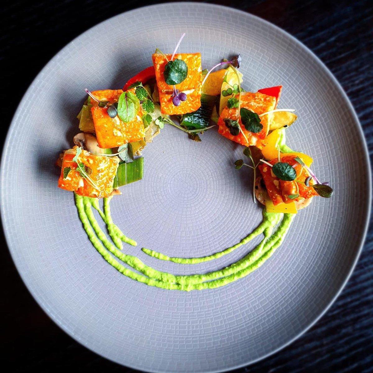 Smoked cod bites with roast vegetables & pea puree   #dublincitycentre #dublinonourdoorstep #Ourteam #chefgoals #chefteam #dublinfood #dublindining https://t.co/9a2kIEN8dL