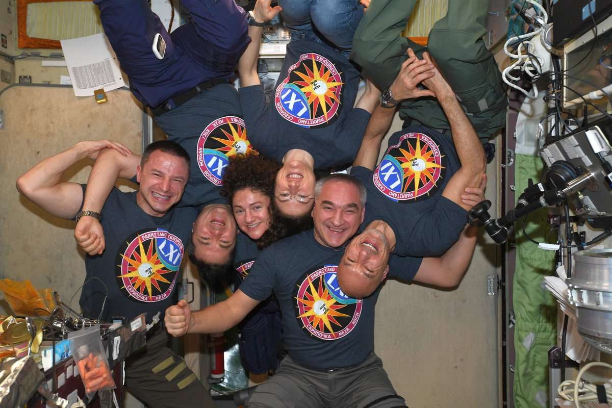 I'm going to miss this bunch. Thank you, space family. #Expedition61