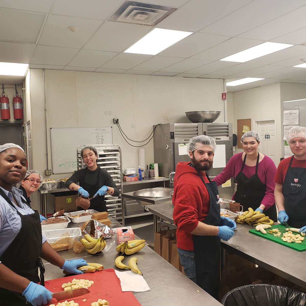 On Feb. 3, students from the Student Government Community Service Committee volunteered with @SparrowsNestHV to prepare desserts for local families with parents or children fighting cancer.