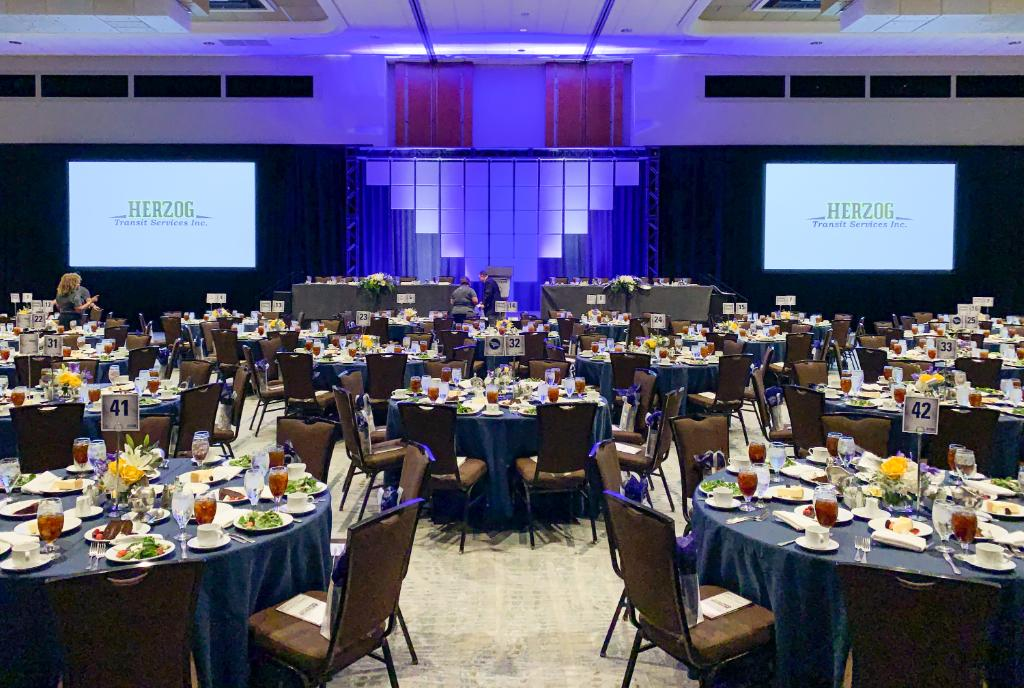 Our renovated Enterprise Ballroom has over 21,000 sqft. of flexibility to engage your event attendees.  Allow our in-house AV team, powered by ENCORE, to assist you in delivering an effective message for a successful meeting or event.  #hyattregencydfw #regencydfw  #hyattregency https://t.co/hfYjOd8Wvi