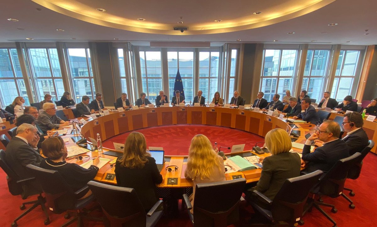 Very happy to take part in the first meeting of the #UKCoordinationGroup @Europarl_EN w/ @davidmcallister to discuss our draft mandate for the EU/UK future relations. #EU showing united front ahead of these negotiations. I will keep #EP informed at all times #transparency 🇪🇺🇬🇧
