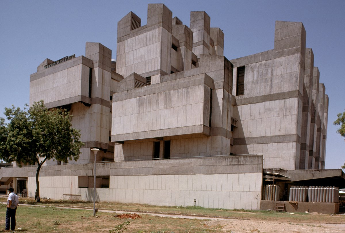Dudhsagar Dairy (Dudhsagar literally meaning sea of milk), a milk factory in Mehsana.  Achyut P. Kanvinde: Dudhsagar Dairy Complex, Mehsana, India, 1970–1973 http://sosbrutalism.org/cms/17156381  Photos: © MIT Libraries, Rotch Visual Collections, courtesy of Peter Serenyi 1985  #SOSBrutalism