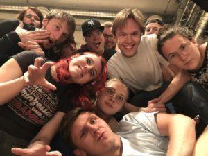 """Jugendtheater ParadiXon aus Pforzheim führt """"Geister-nichts wie weg hier!""""auf https://www.theaterboerse.de/magazin/jugendtheater-paradixon-aus-pforzheim-fuehrt-geister-nichts-wie-weg-hier-auf/…pic.twitter.com/xtKRMgISMi"""