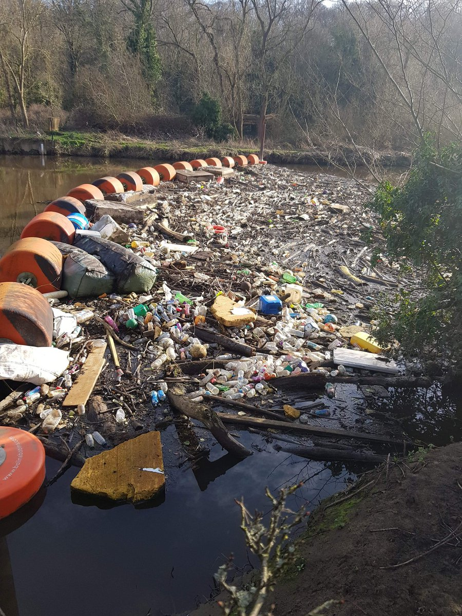 Apparently yesterday's pic was not graphic enough. Here you have it in all its glory, river at spotborough, Yorkshire. What a complete disgrace and certainly not easy to clean up. We obviously have no regard whatsoever for our rivers. #Pollution #rivers #plastic #plastics https://t.co/G1Mr4VZ741