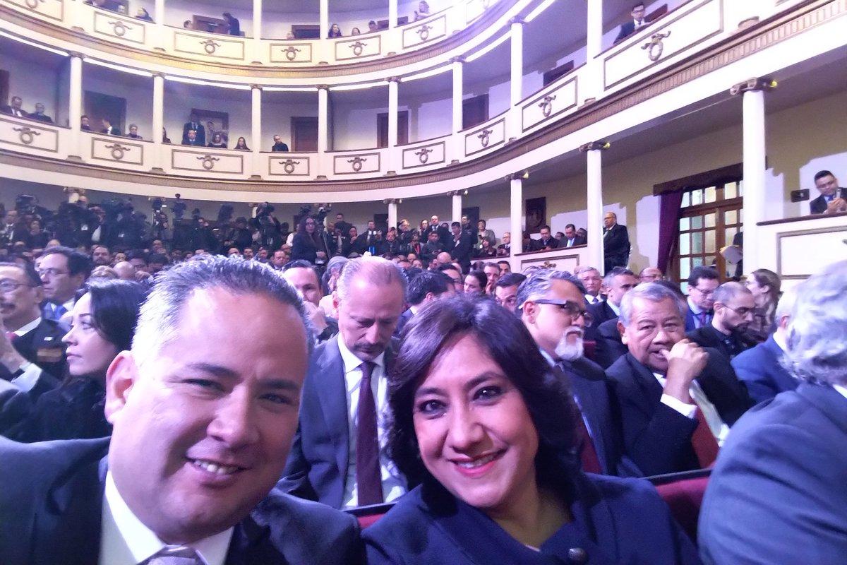 Aniversario de la Constitución Política de los Estados Unidos Mexicanos. @lopezobrador_ Un honor estar en Querétaro. Con mi amiga @Irma_Sandoval. Cero tolerancia a la corrupción.