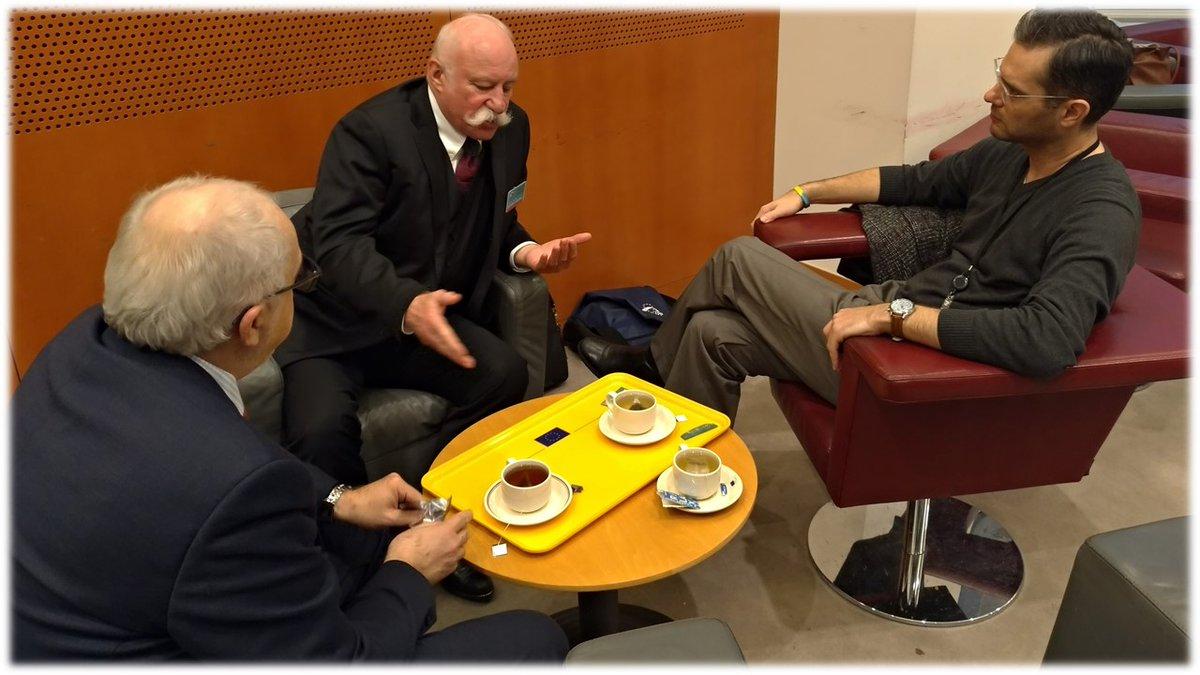 """test Twitter Media - Vrcholní představitelé @CAK_cz jednali v Bruselu s europoslancem @stanislavpolcak (@EPP_CZ ) na téma hromadné žaloby. Evropská směrnice k této problematice je nyní projednávána v """"trialogu"""" a paralelně je připravovaná vnitrostátní úprava. #hromadnéžaloby #trialog https://t.co/jzqGySd8Xa"""