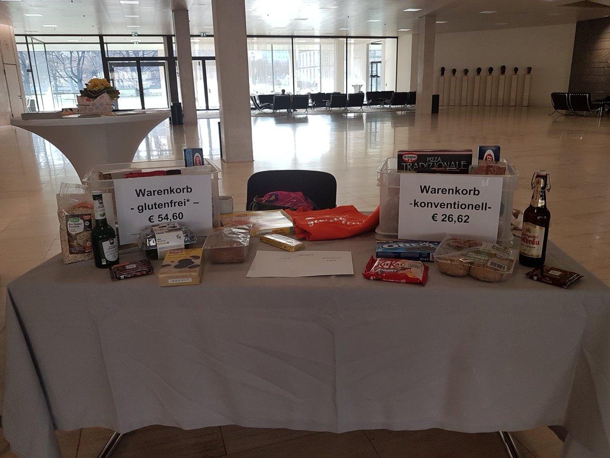 Die #DZG durfte heute im #LandtagBw auf #glutenfrei Leben und die Probleme im Alltag aufmerksam machen. Auch die #Mehrkosten für #glutenfrei #Lebensmittelpic.twitter.com/gGzr0LMAu5