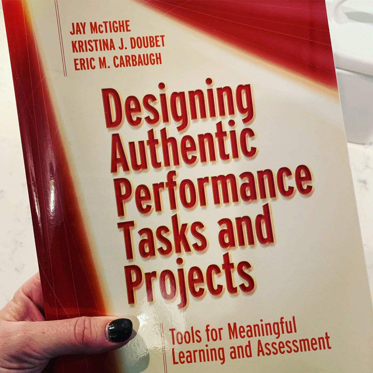 We are so excited!!! This book is chock-full of practical ideas for designing and *Implementing* performance tasks and PBL! @ASCD @emc7x @jaymctighe https://t.co/EV5F23GkLR