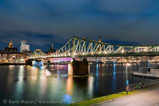 The Iron bridge... or Eiserner Steg as we call it.  . . . . . #EisernerSteg #Frankfurt #frankfurtcity #igersfrankfurt #ig_frankfurt #VisitFrankfurt #FrankfurtLiebe #MeineFrankfurtLiebe #frankfurtbrudi #dasechtefrankfurt #WeLoveFrankfurt #FrankfurtD… https://ift.tt/2um1EVVpic.twitter.com/TcY6L0qRq2
