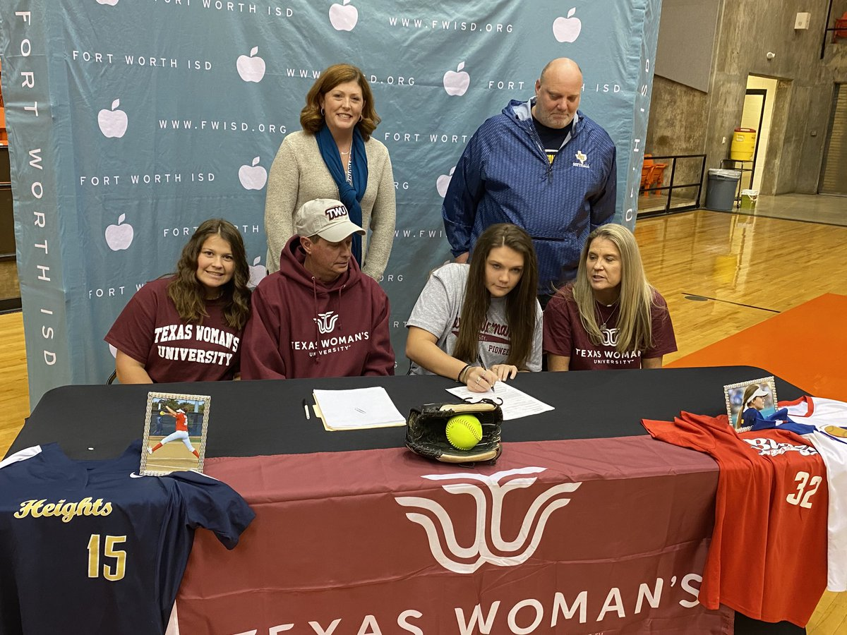 Jalee McDonald of ⁦@ahhs_sports⁩ signs with Texas Woman's to play softball!!!