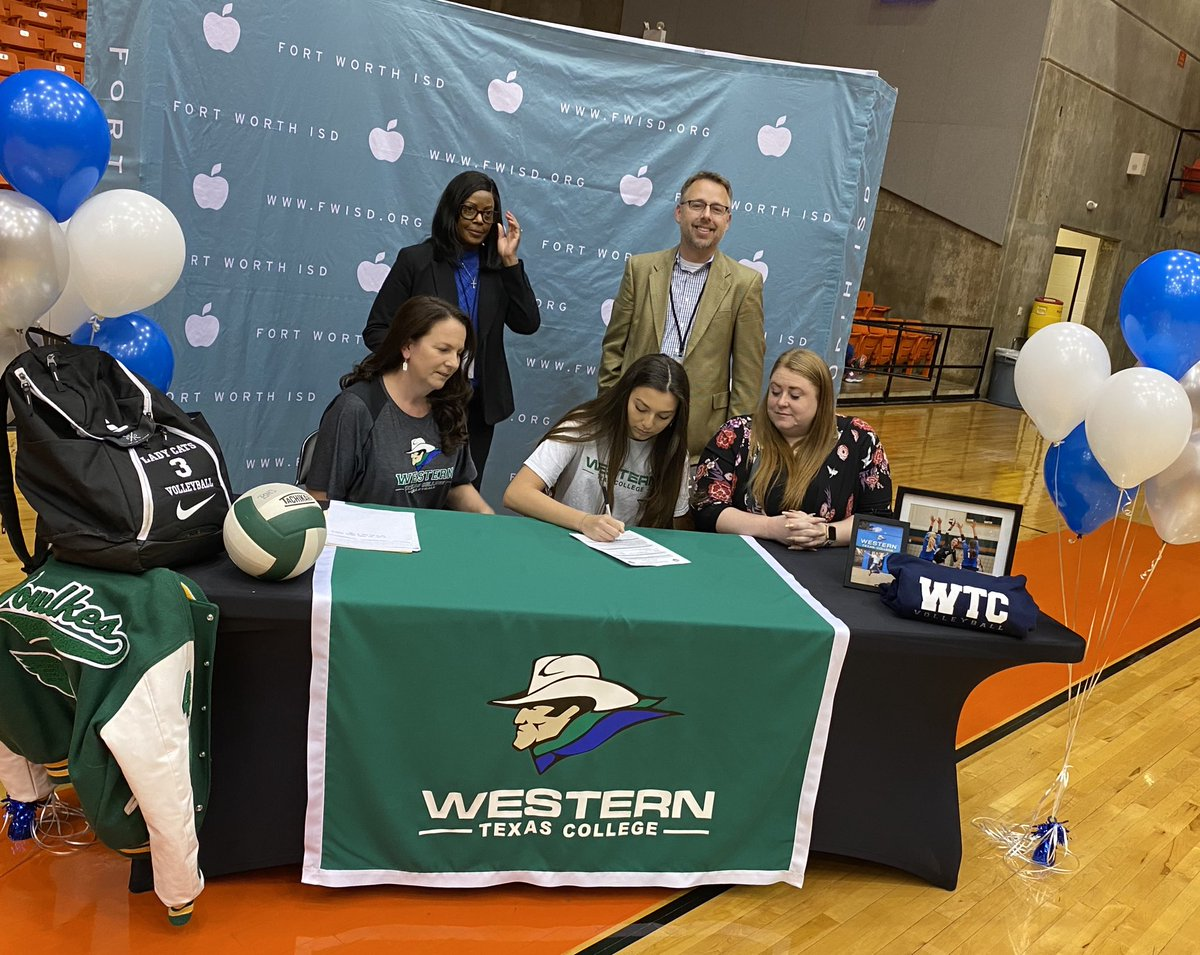 @BenbrookBobcats Emily Fowlkes signs to play volleyball at Western Texas College!!