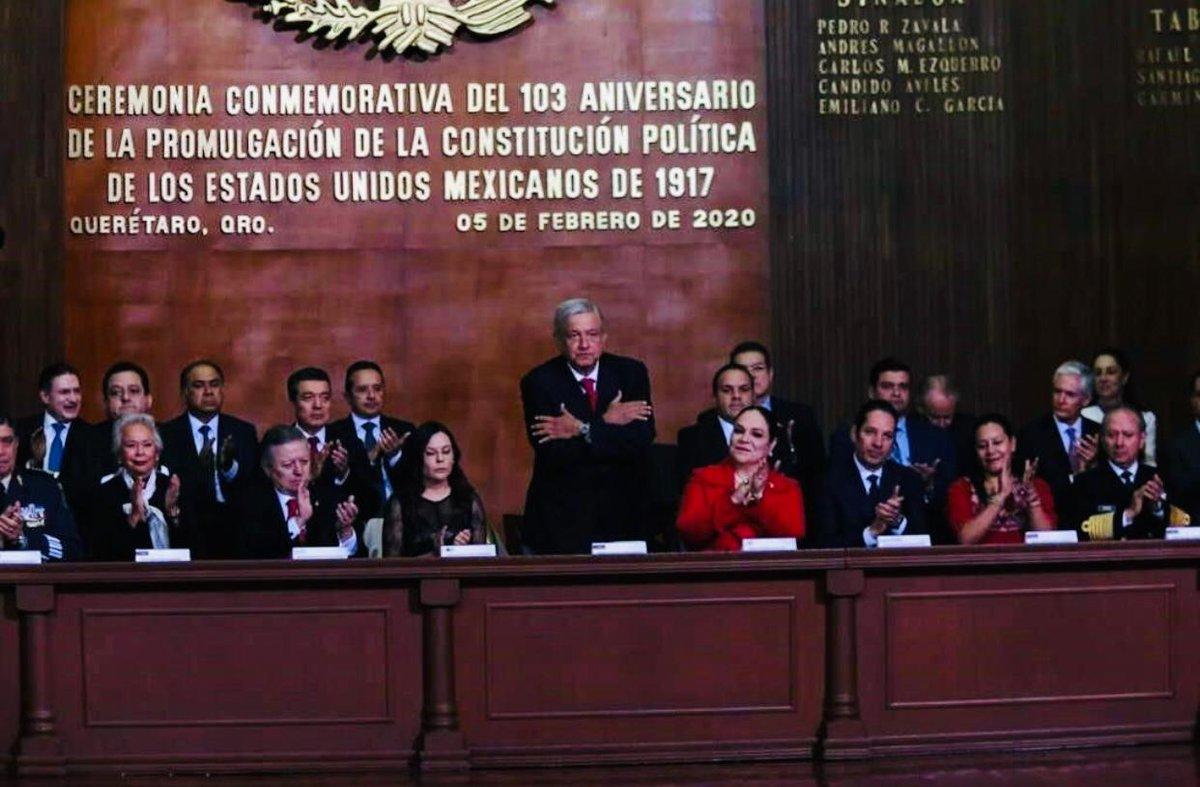 La corrupción es el mayor de los males que la clase gobernante le ha hecho al pueblo de México. Con el liderazgo del Presidente @lopezObrador_ seguiremos combatiéndola desde la UIF con toda nuestra energía #5deFebrero #Constitución
