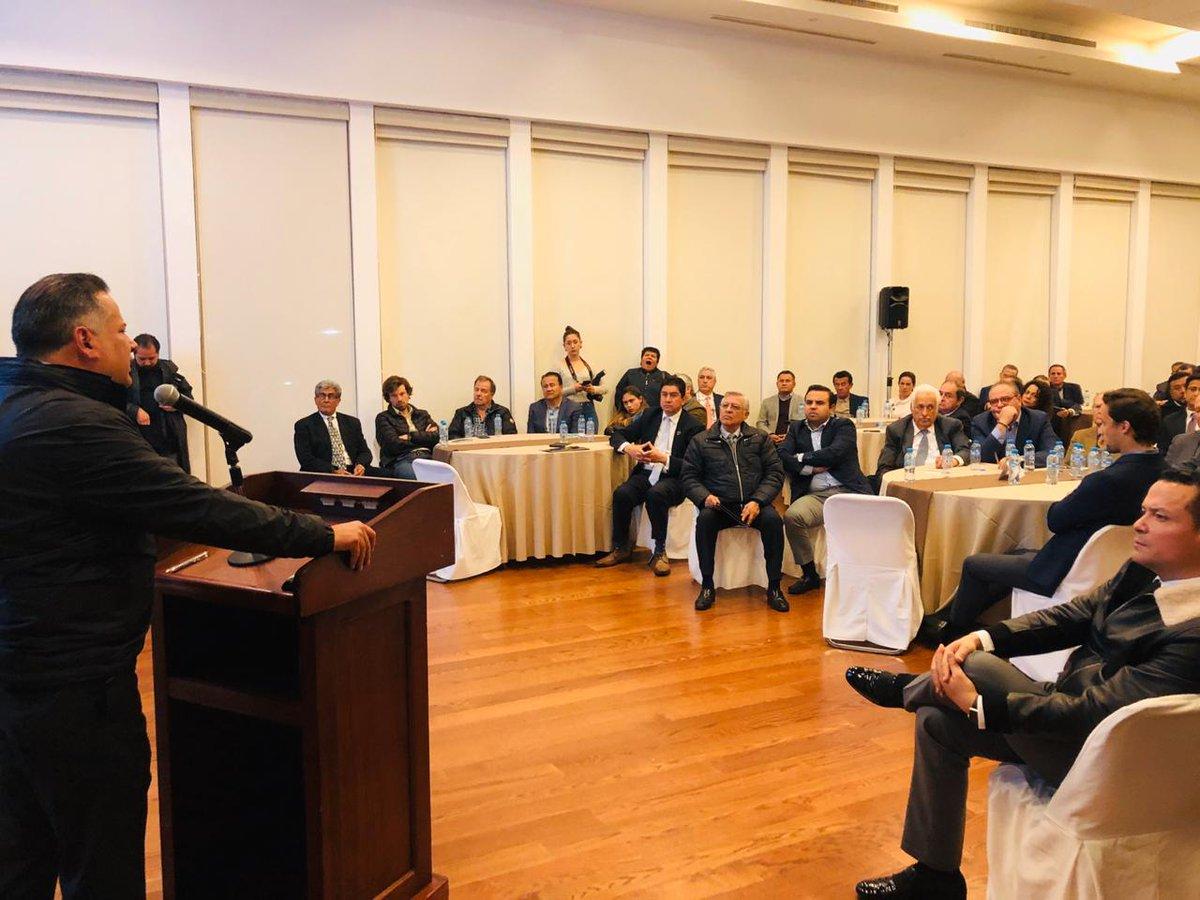 Con el Sector Empresarial del Estado de Querétaro, compartimos los objetivos del Pdte. @lopezobrador_ a través de las acciones que realiza la Unidad de Inteligencia Financiera #UIF que tiene como fin apoyar el desarrollo sano de la industria en el Estado.