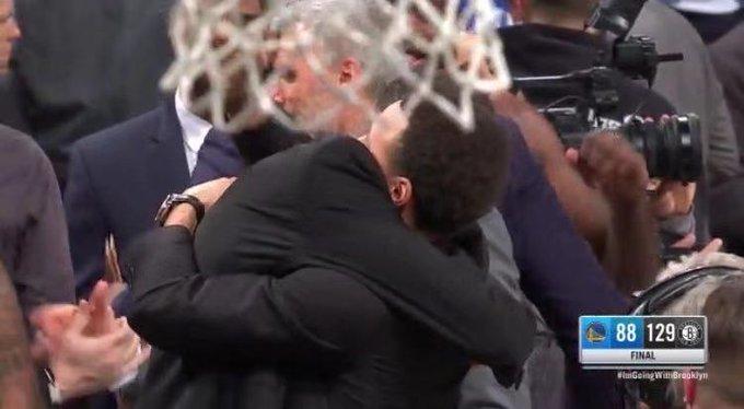 【影片】分手應該體面!Curry和杜蘭特賽後深情相擁,兩人交流長達五分鐘!