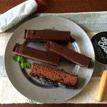 【三層の生チョコケーキ】レンジで作れちゃうからすごいよ!