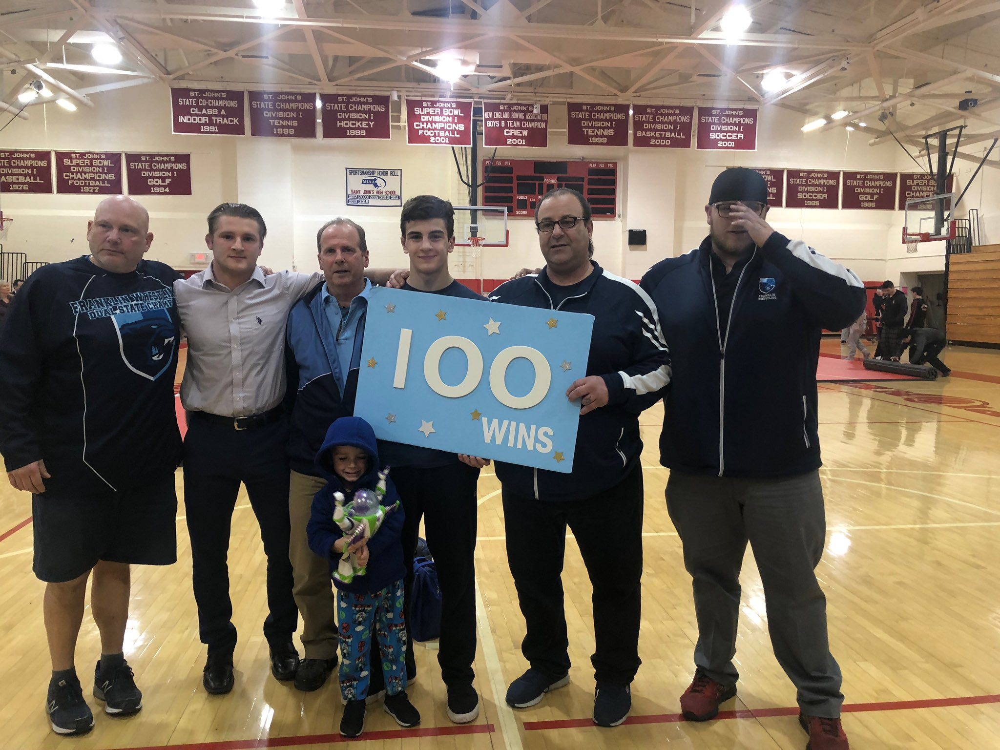 Congrats to Kenny Sauer on his 100th win! (@FHSWrestling photo)